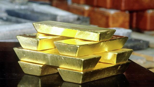 ЦБ продолжит инвестировать в золото при сокращении вложений в бумаги США