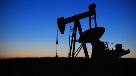 Цены на нефть упали на фоне вступления в силу новых санкций США