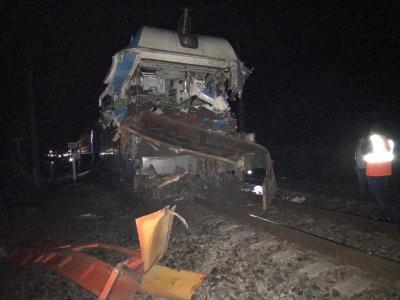 На Кубани при столкновении поезда и грузовика пострадали 18 человек