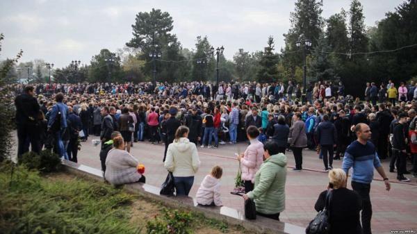 Все подробности о расстреле людей в Керчи — новости, версии, похороны погибших