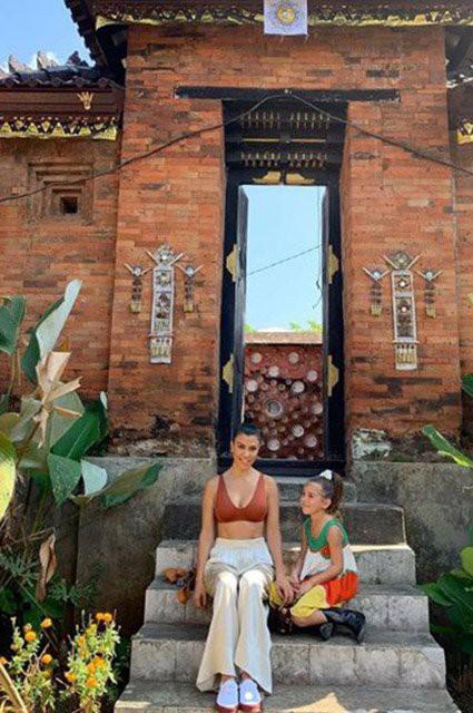 Ким Кардашьян оседлала слона на Бали