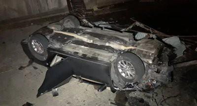 В Алматы после ДТП автомобиль упал с моста