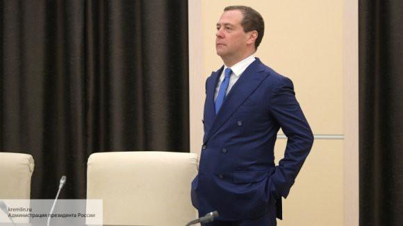 Медведев дал пару советов о гребле, бадминтоне и ночных перекусах