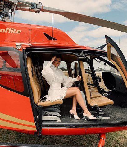 София Ричи начала брать уроки управления вертолетом