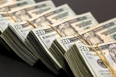 Россияне рассказали, как распорядились бы с 100 тыс. долларов