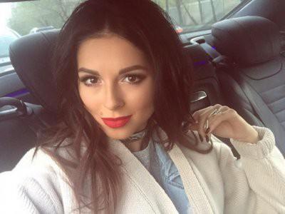 Певица Нюша впервые стала мамой и опубликовала фото дочки