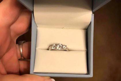 Девушка унизила жениха за плохое обручальное кольцо и поплатилась