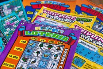 Мужчина за один день выиграл в лотерею $5 млн, $500 и $100