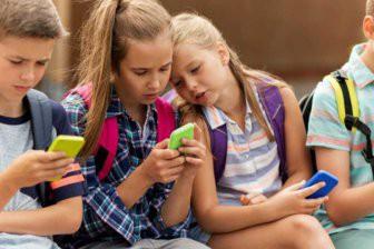 Министр просвещения призвала регламентировать использование гаджетов в школах