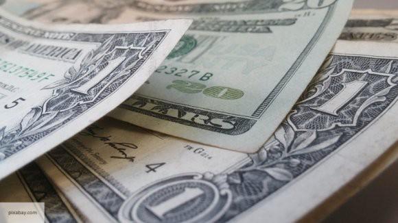 В обход санкций: иностранные СМИ рассказали, как США неожиданно для себя помогли России «сливать» доллар
