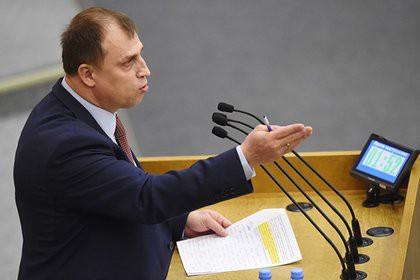 Депутат предложил лишать родительских прав за участие школьников в митингах