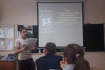 Киевским гимназистам посоветовали учиться доблести у эсэсовцев