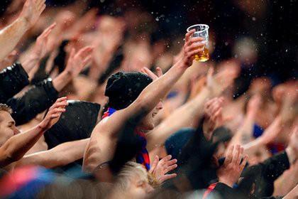Россиян признали созревшими для возвращения пива на стадионы