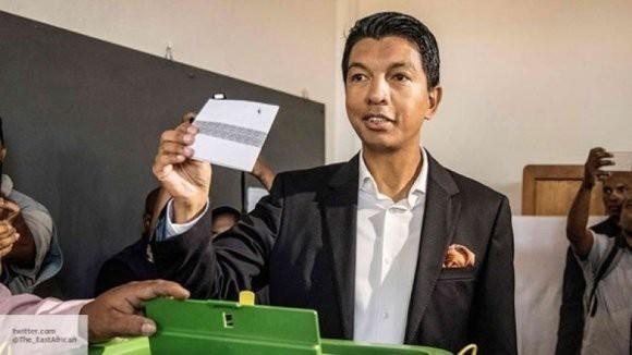 Раджоэлина выбился в лидеры президентских выборов на Мадагаскаре