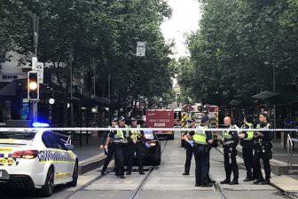 В Австралии вооруженный ножом мужчина напал на полицейских, есть пострадавшие