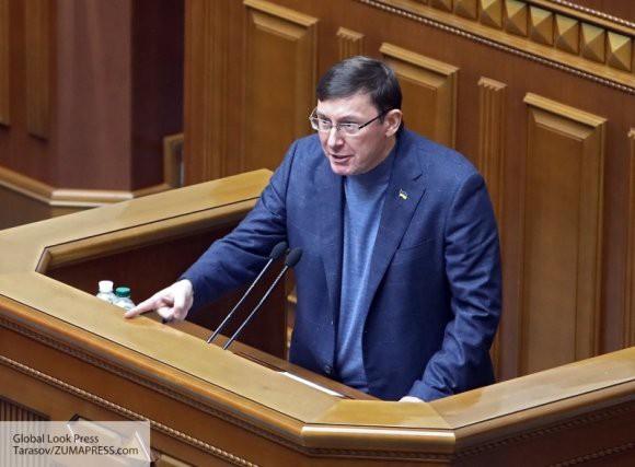 «Острый разговор»: уходящий с поста Луценко раскрыл подробности последней беседы с Порошенко