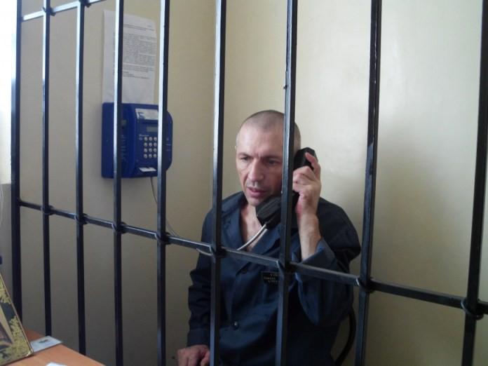 В тюрьмах собираются глушить мобильную связь