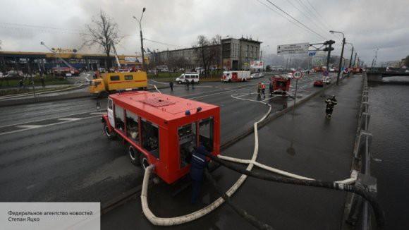 При пожаре в «Ленте» в СПб пострадал один человек