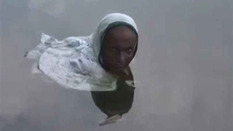 Жительница Индии каждый день по 14 часов проводит в воде