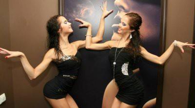 На видео Глацких с пометкой 18+ узнали сестер-близняшек