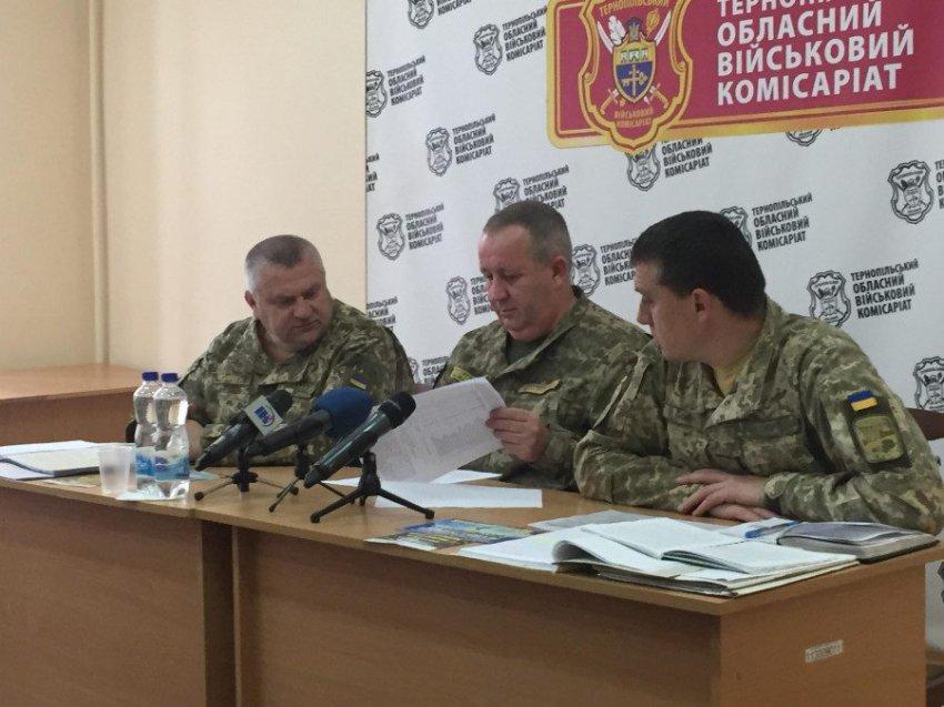 В армию Украины продлен осенний призыв 2018 года