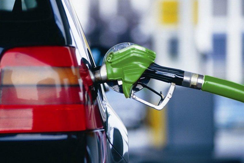 Правительство договорилось с нефтяниками о снижении цен на бензин