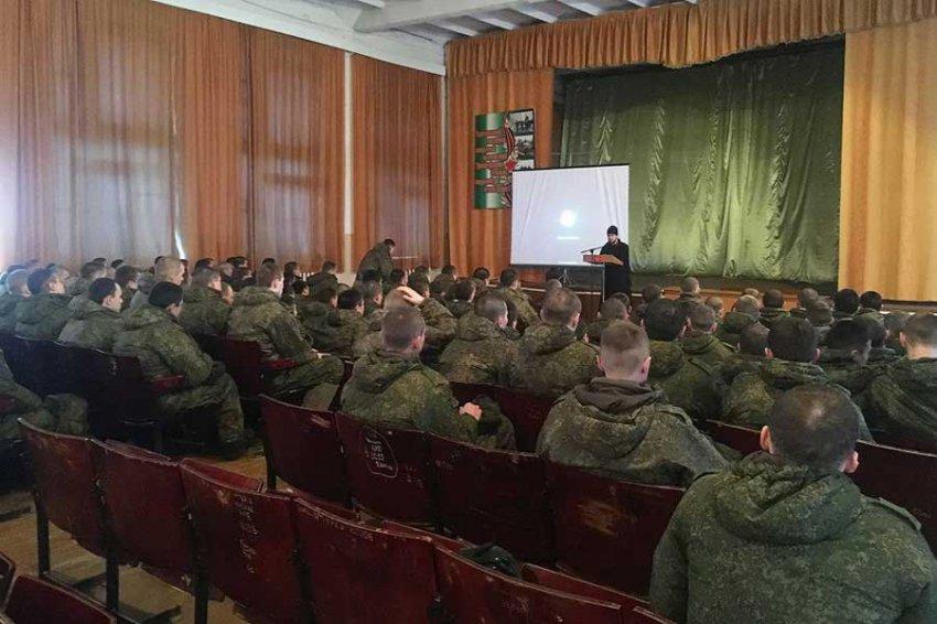 Военнослужащих будут воспитывать на советской классике кино