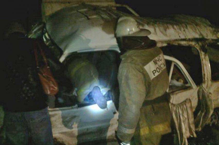 В Сеть попало видео опрокинувшегося автобуса с рабочими под Тулой