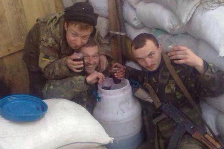 Украина: по рейтингу - армия, по сути - банда