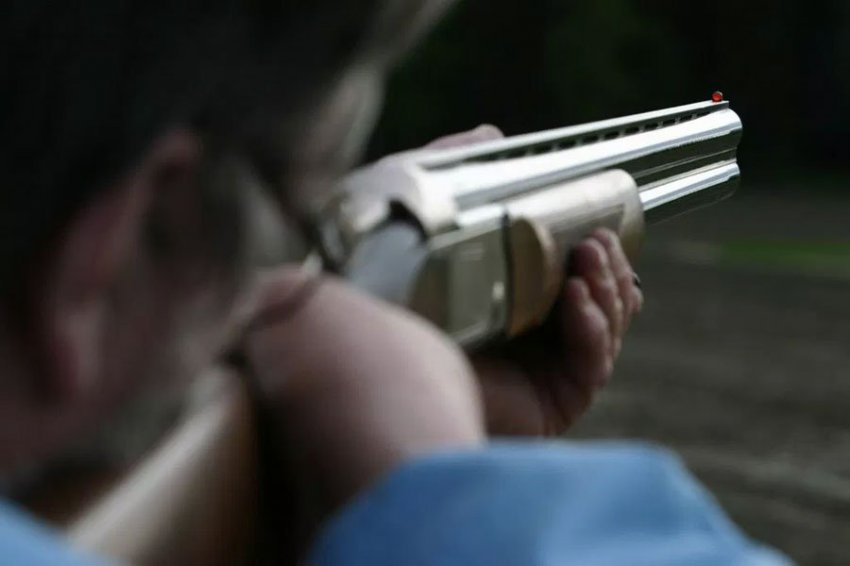 Мужчина перепутал друга с белкой и выстрелил ему в лицо