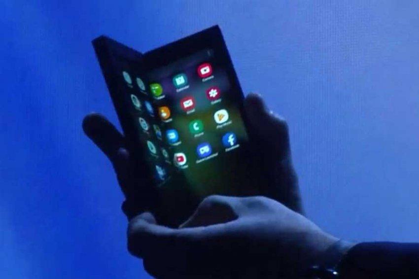 """""""Не будет популярным даже у гиков"""": эксперт про гибкий смартфон от Samsung"""