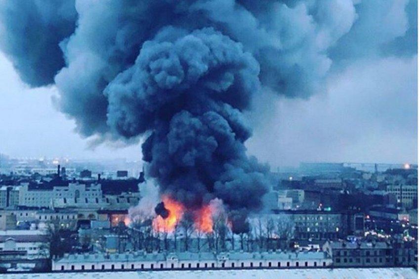 """В Петербурге сгорел гипермаркет """"Лента"""""""