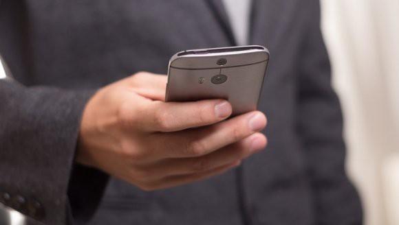Британские ученые: смартфоны в семь раз грязнее, чем сиденья для унитазов