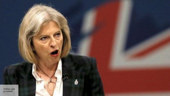 Тереза Мэй с трудом осталась на посту премьер-министра Великобритании