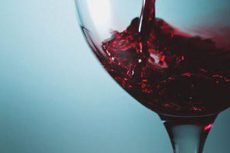 Учёные объяснили, почему вино приобретает запах тухлых яиц