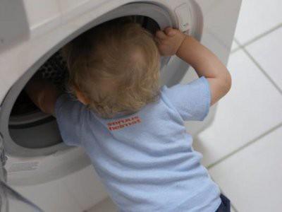 На Ямале трехлетний мальчик задохнулся в стиральной машине
