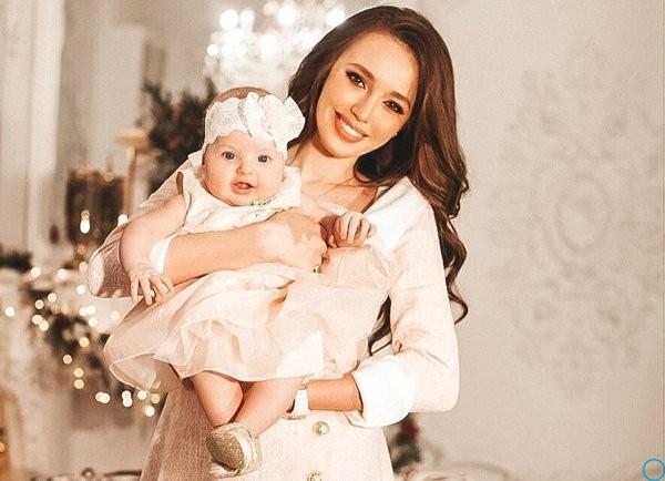Анастасия Костенко и Дмитрий Тарасов показали дочь: комментарии