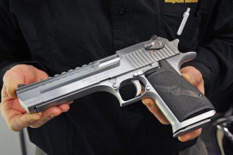 Desert Eagle - самый бесполезный пистолет в мире