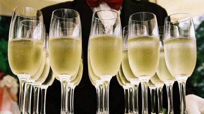 Шампанское в России существенно подорожает