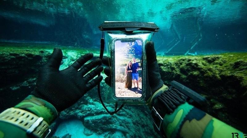 Дайвер находит на дне моря оружие, кольца, деньги и телефоны Apple