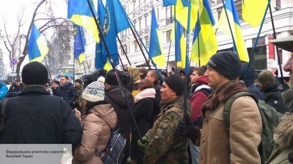 В Киев автобусами привозят радикалов и бюджетников