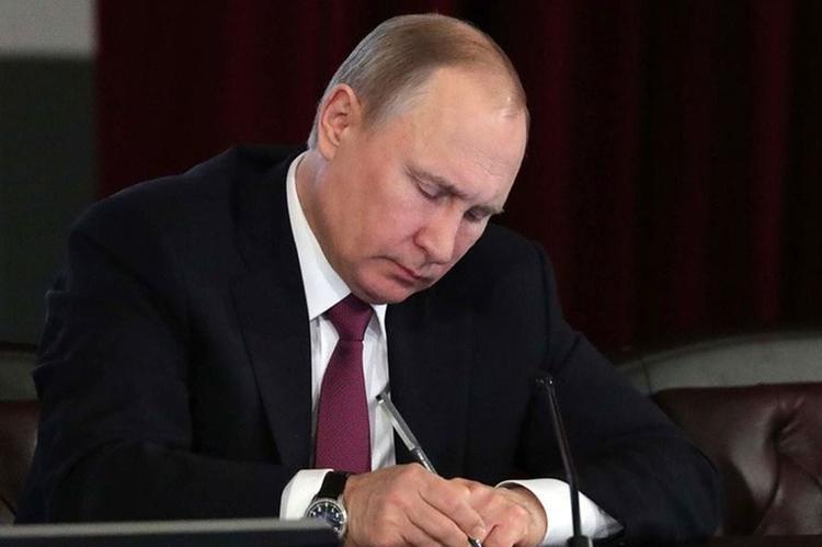 Путин продлил заморозку накопительных пенсий