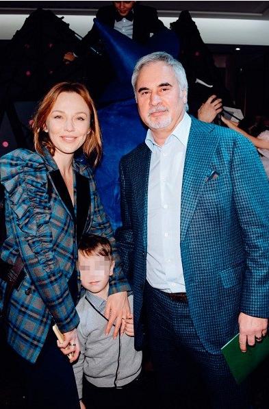 Альбина Джанабаева и Валерий Меладзе впервые вышли в свет с младшим сыном