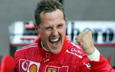 Не прикован к постели и смотрит гонки: Как себя чувствует Михаэль Шумахер сейчас