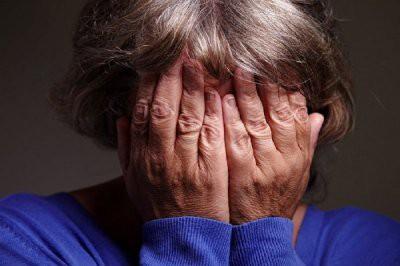 70-летняя пенсионерка прикинулась продюсером, чтобы обмануть музыкантов