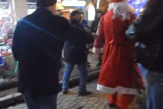 В Одессе два Деда Мороза не поделили место под ёлочкой