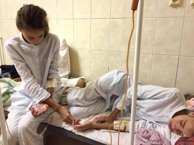 Мария Кохно: попала в больницу, собирает средства на лечение двух девочек, хочет усыновить отказного ребенка