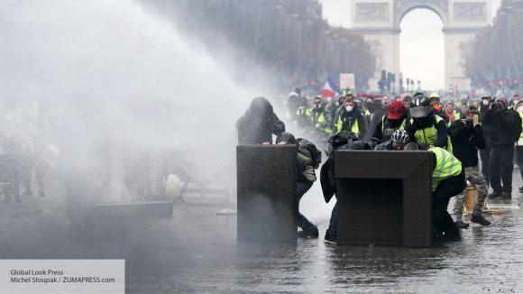 Во Франции подсчитали ущерб экономики от протестов «желтых жилетов»