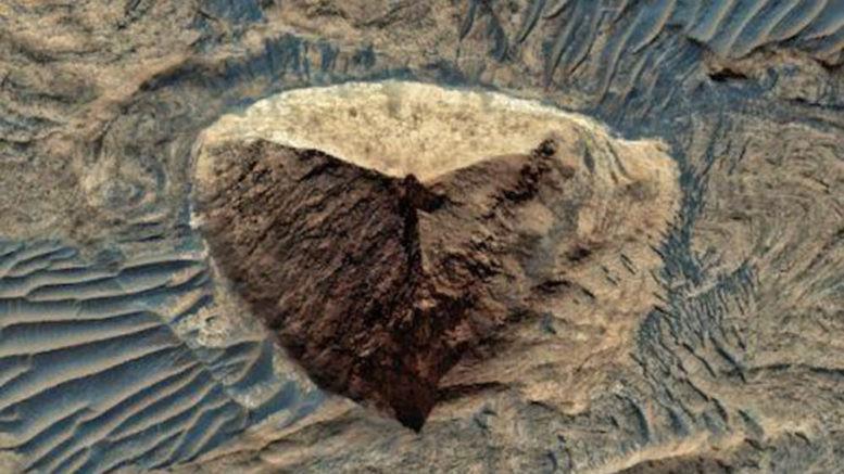 На Красной планете обнаружили огромную пирамиду