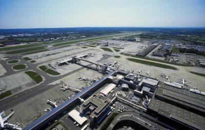 В лондонском аэропорту приостановили полеты из-за двух дронов
